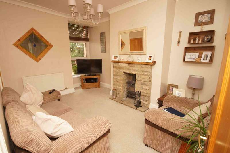 2 Bedrooms Terraced House for sale in Crown Lane, Horwich
