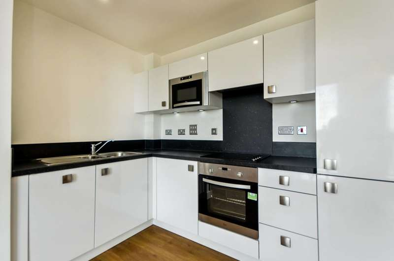 1 Bedroom Flat for sale in Connaught Heights, Silvertown, E16