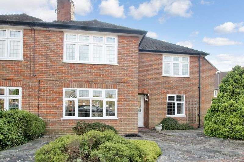 2 Bedrooms Flat for sale in The Sigers, Pinner
