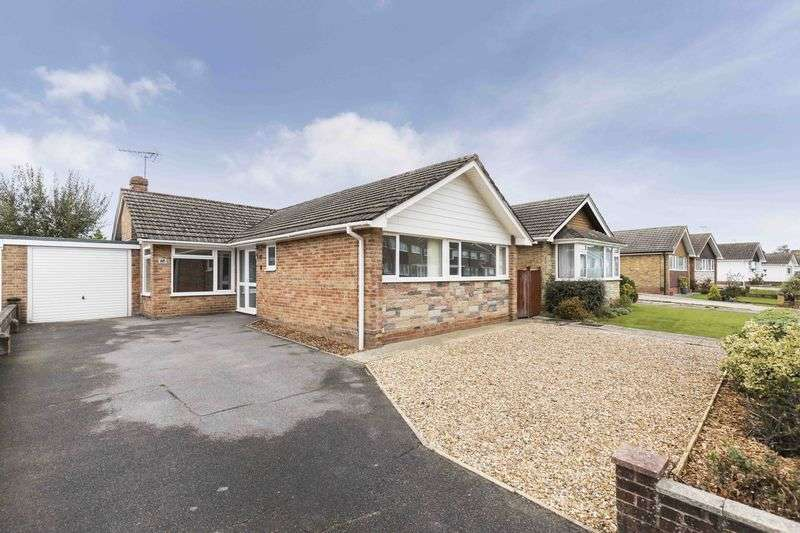 4 Bedrooms Detached Bungalow for sale in Greenfield Crescent, Waterlooville