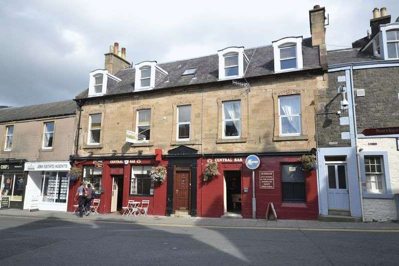 3 Bedrooms Flat for sale in 6A Northgate, Peebles, EH45 8RS