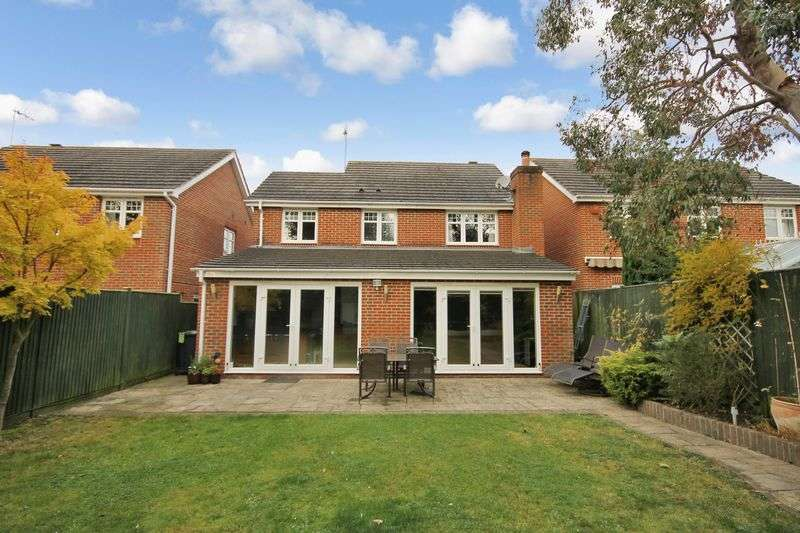 4 Bedrooms Detached House for sale in Foxglove Close, Burgess Hill, West Sussex