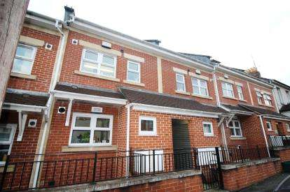 2 Bedrooms Maisonette Flat for sale in Berkeley Place, Cotswold Road, Windmill Hill, Bristol