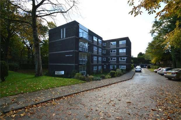 2 Bedrooms Flat for sale in Ingledene Court, Upper Park Road, SALFORD, Greater Manchester