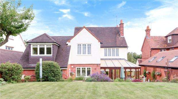 5 Bedrooms Detached House for sale in Oak Tree Road, Tilehurst, Reading