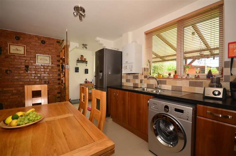 3 Bedrooms Terraced House for sale in Hilldene Avenue, Romford, Essex