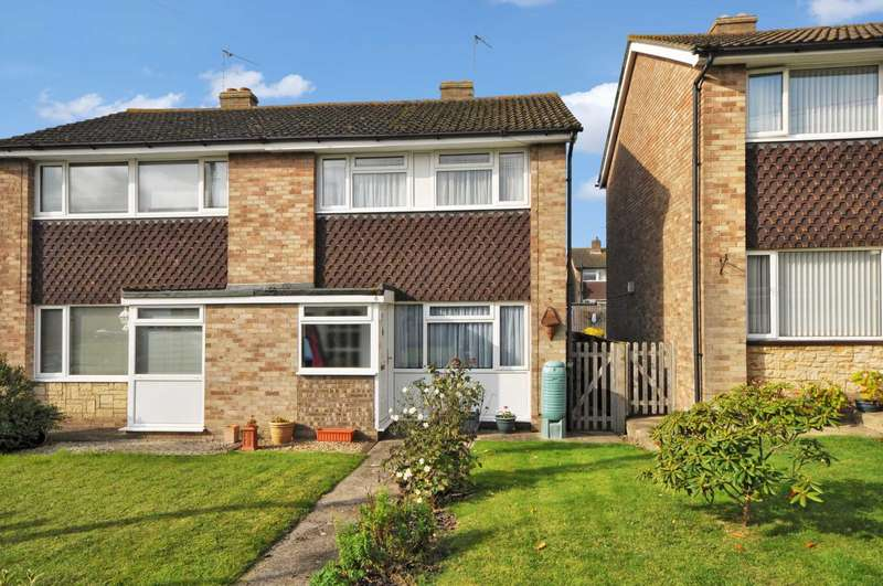 2 Bedrooms Semi Detached House for sale in Vicarage Close, Chalgrove