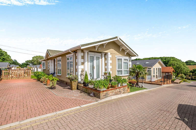 2 Bedrooms Detached Bungalow for sale in Millers Way, Pilgrims Retreat,Harrietsham, Maidstone, ME17