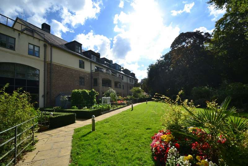 2 Bedrooms Flat for sale in Dorchester