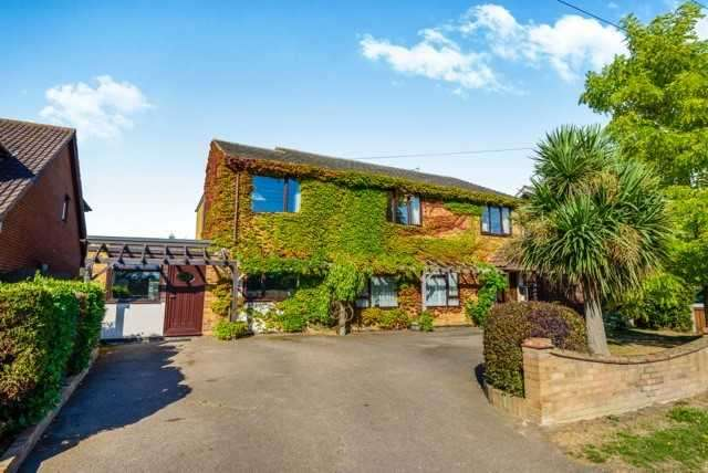 4 Bedrooms Detached House for sale in Wickford - 4 Bed Deatched + Annex