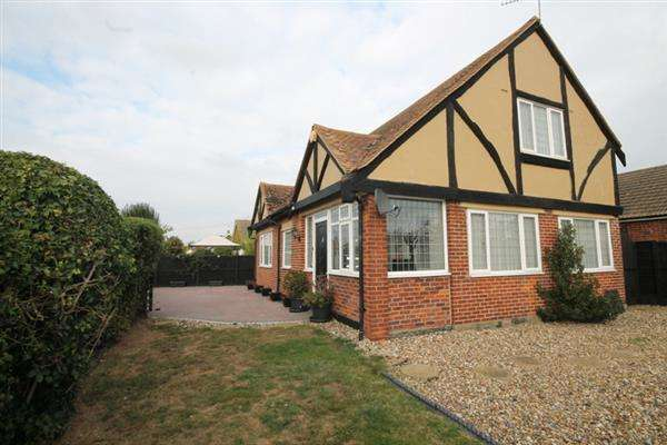 3 Bedrooms House for sale in Spenser Way, West Clacton