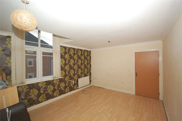 2 Bedrooms Flat for sale in Chorlton Road, MANCHESTER