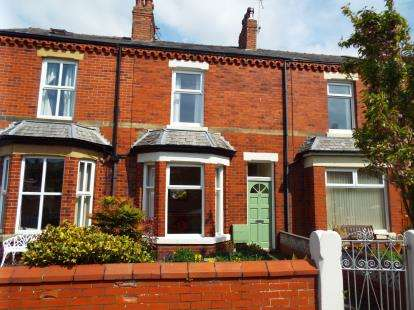 3 Bedrooms Terraced House for sale in Albert Street, Lytham St. Annes, Lancashire, FY8
