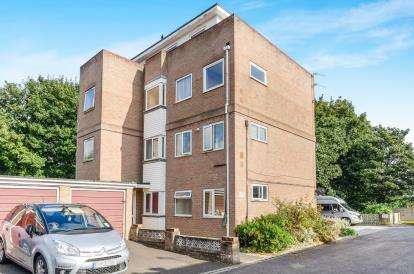 2 Bedrooms Flat for sale in Brook Valley, Southampton, Hampshire