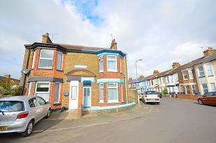 3 Bedrooms Semi Detached House for sale in Balfour Road, Dover, Kent