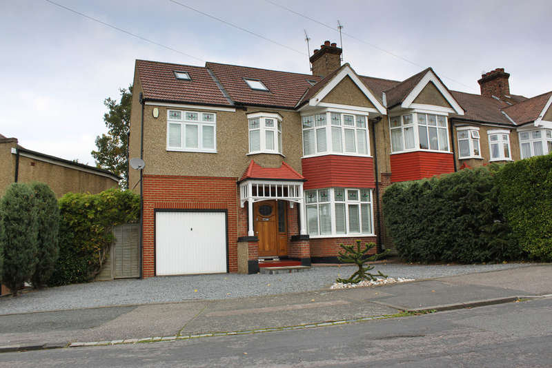 4 Bedrooms Semi Detached House for sale in Oak Hill Crescent, Woodford Green