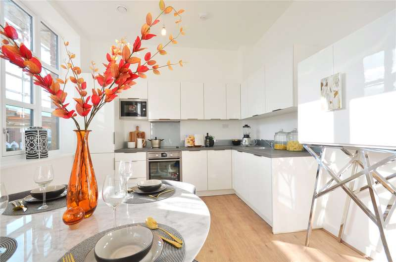 2 Bedrooms Flat for sale in Rembrandt House, Whippendell Road, WD18