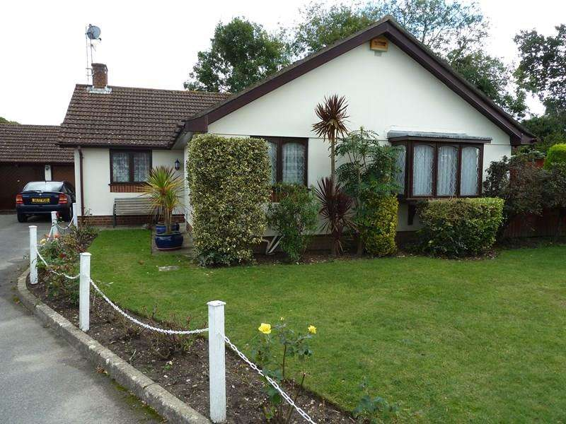 3 Bedrooms Detached Bungalow for sale in Pearson Gardens, Bournemouth