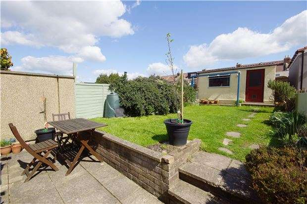 3 Bedrooms Terraced House for sale in Forest Road, Fishponds, BRISTOL, BS16 3QX