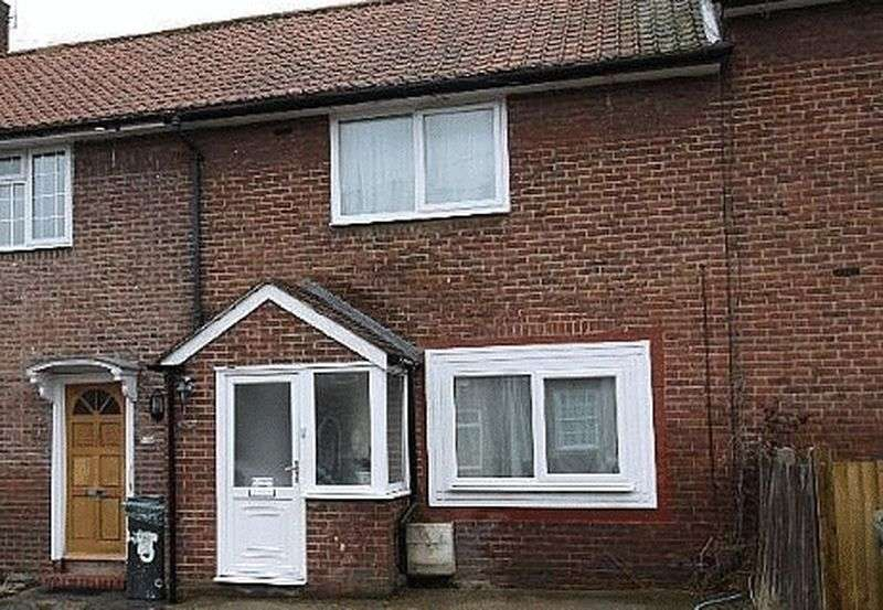 3 Bedrooms Terraced House for sale in Moorside Road, Bromley