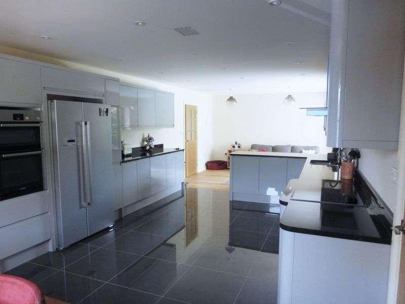 4 Bedrooms Detached House for sale in Marsh Lane, Longton, Preston