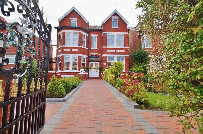 9 Bedrooms Detached House for sale in Leyland Road, Southport