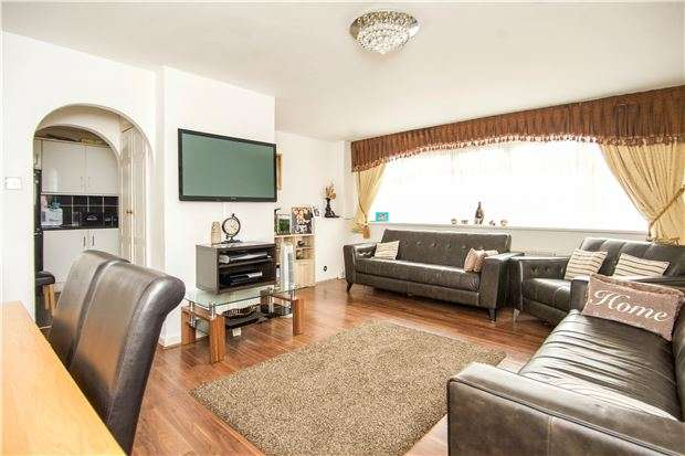 3 Bedrooms Town House for sale in Westcroft Court, Kingsbury Rd, NW9 9PG