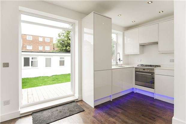 2 Bedrooms Flat for sale in Russell Road, LONDON, NW9 6AB