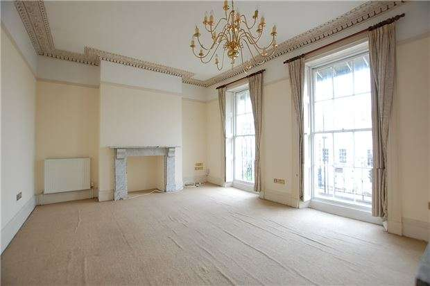 2 Bedrooms Flat for sale in Whittington House 102 London Road, CHELTENHAM, Gloucestershire, GL52 6HJ