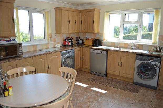3 Bedrooms Semi Detached House for sale in Bembrook Road, HASTINGS, East Sussex, TN34 3PD