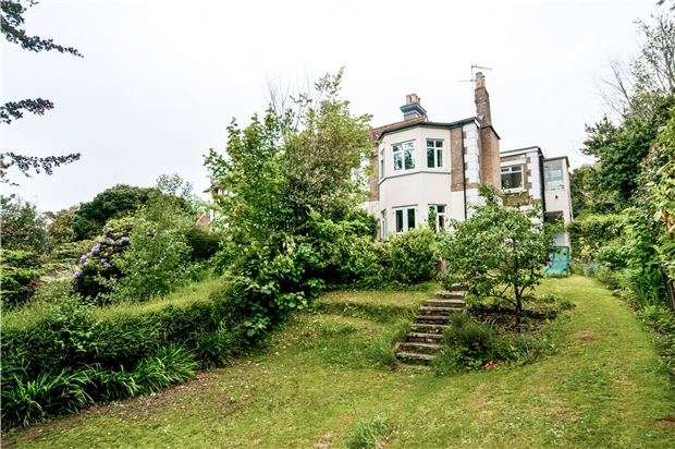 2 Bedrooms Flat for sale in Flat, Grange Court, Hollington Park Road, St Leonards On Sea, TN38 0SG