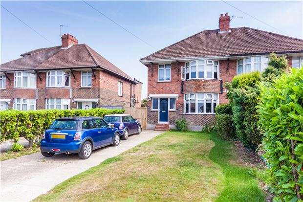3 Bedrooms Semi Detached House for sale in Sedlescombe Road North, St Leonards On Sea TN37 7ER