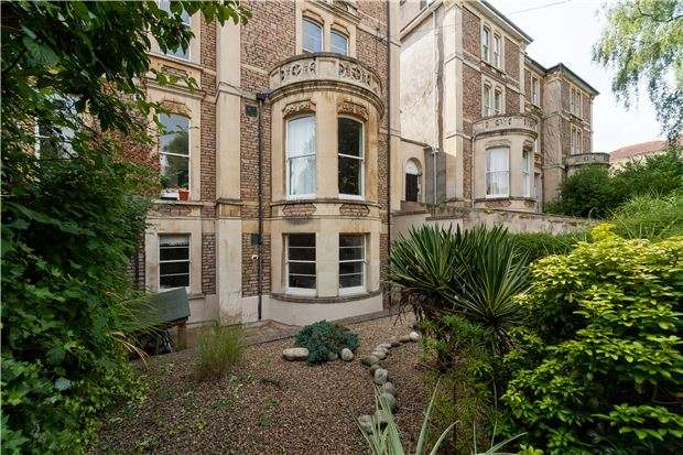 2 Bedrooms Flat for sale in St. Johns Road, Clifton, BRISTOL, BS8 2HD
