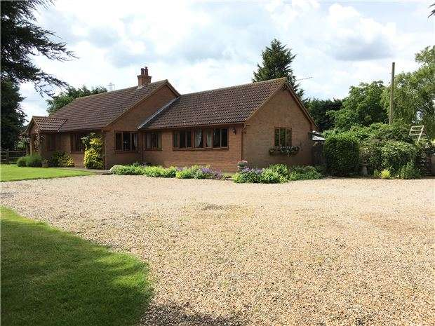 4 Bedrooms Detached Bungalow for sale in Burnham Road, Latchingdon, Chelmsford, CM3 6EZ