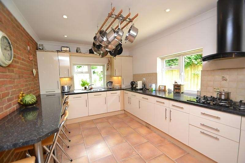 4 Bedrooms Detached Bungalow for sale in Upton