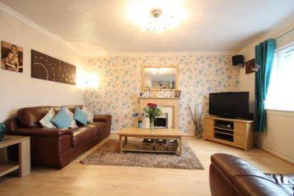 2 Bedrooms Flat for sale in Stranka Avenue, Paisley