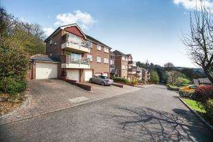 2 Bedrooms Flat for sale in Picton Mount, Southview Road, Warlingham, Surrey