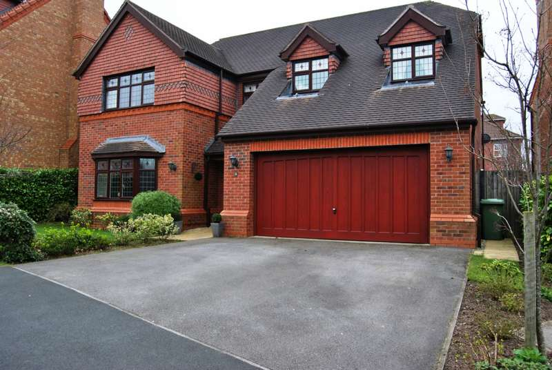 4 Bedrooms Detached House for sale in Bickley Close, Cheshire, CW9