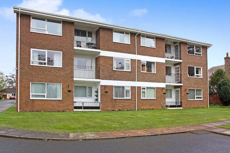 2 Bedrooms Flat for sale in Croxton Court, Park Crescent, Hesketh Park, Southport
