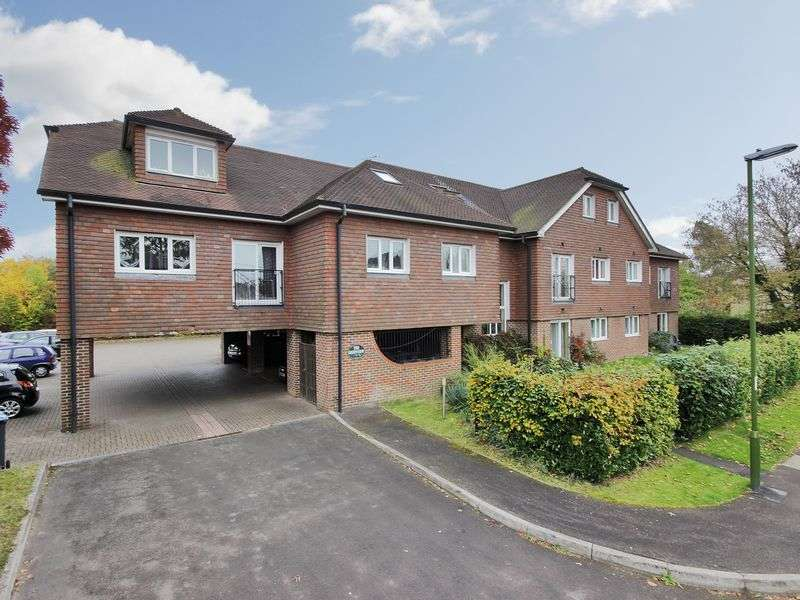 2 Bedrooms Flat for sale in Old Brighton Road, Pease Pottage, Crawley, West Sussex