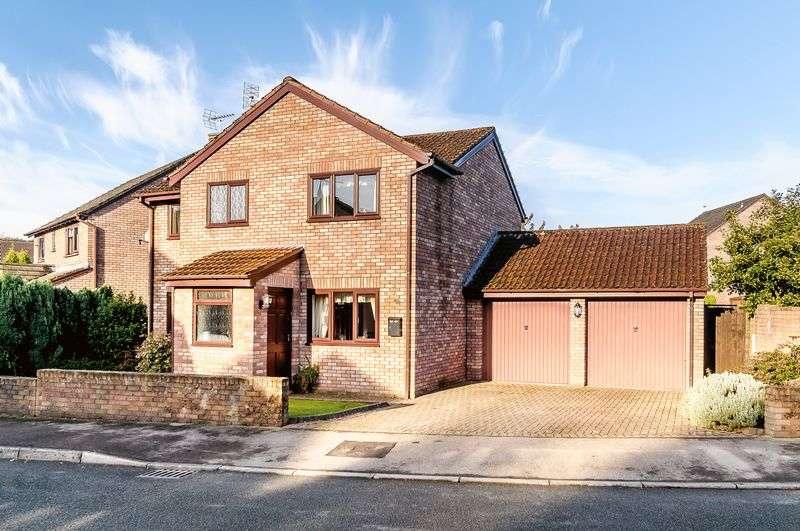 4 Bedrooms Detached House for sale in Penperlleni, Pontypool