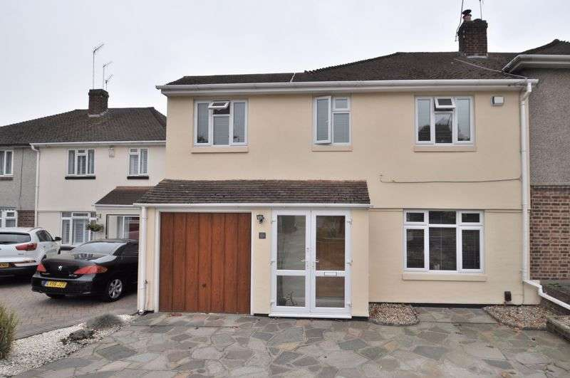 4 Bedrooms Semi Detached House for sale in Hurst Road, Bexley