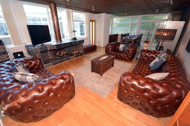 4 Bedrooms Detached Bungalow for sale in Melville Avenue, Old St. Mellons, Cardiff