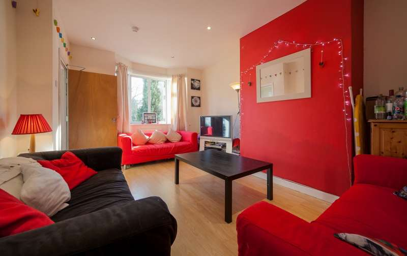 7 Bedrooms Semi Detached House for rent in Ash Road, Headingley, LS6