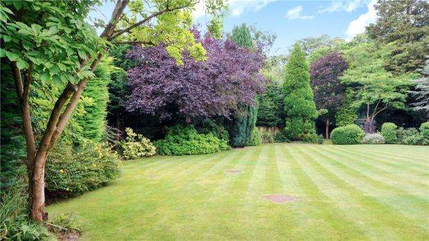 2 Bedrooms Apartment Flat for sale in Chasemount, Snows Ride, Windlesham
