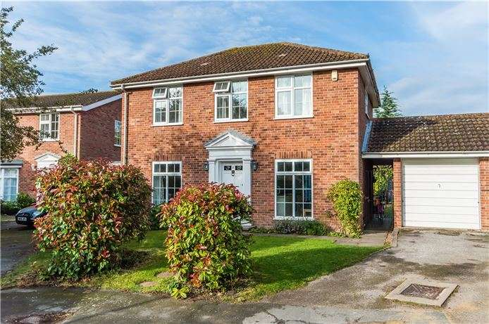 4 Bedrooms Detached House for sale in Sterndale Close, Girton, Cambridge