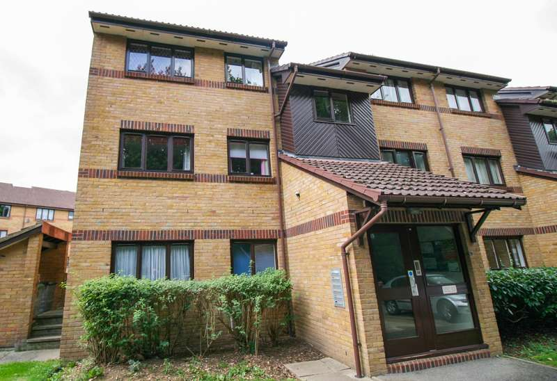 2 Bedrooms Flat for sale in Slough