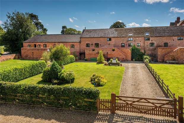 3 Bedrooms Mews House for sale in Ox Hay Barn, Great Chatwell, Shropshire