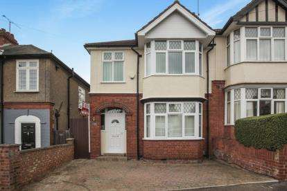 3 Bedrooms Semi Detached House for sale in Strathmore Avenue, Luton, Bedfordshire