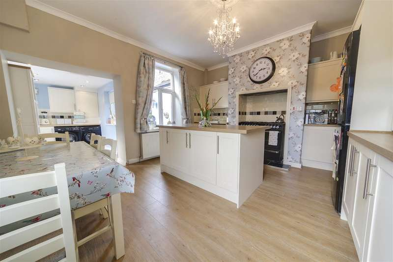 3 Bedrooms Property for sale in Osborne Terrace, Rawtenstall, Rossendale